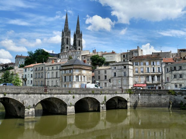 A view of Niort from the Sevre Niortaise river, Deux-Sevres, Poitou-Charentes region, France, May 2008 (via dynamosquito on Flickr)